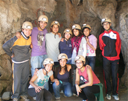 todos juntos antes de entrar en la cueva