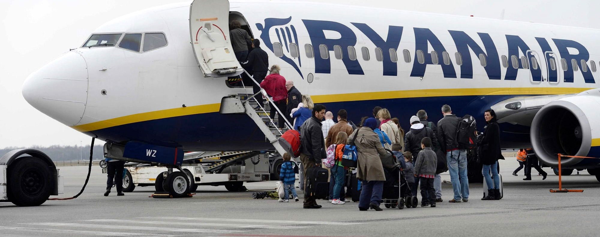 Pasajeros subiendo a un avión de Ryanair