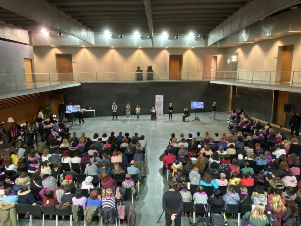 Más de 300 mujeres y niñas con discapacidad reivindican en el Parlamento de Navarra su derecho «a una vida libre de violencias»