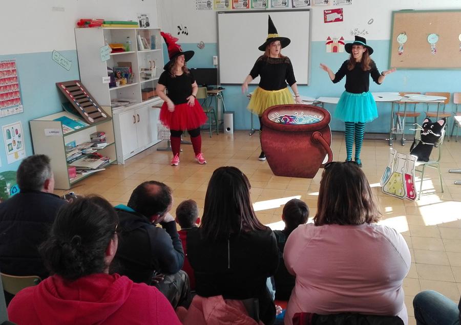 Las brujas colorean en el colegio de Cerezo de Río Tirón