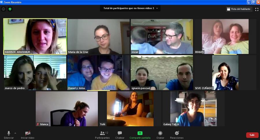 Escuela de Mediadores. Padres, niños y profesionales de ARANSBUR conectados a través de la plataforma Zoom