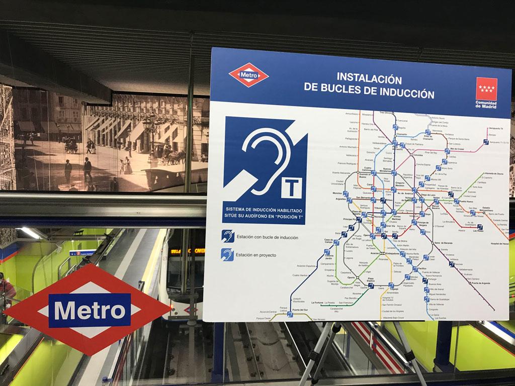 panel informativo de accesibilidad en el metro de Madrid
