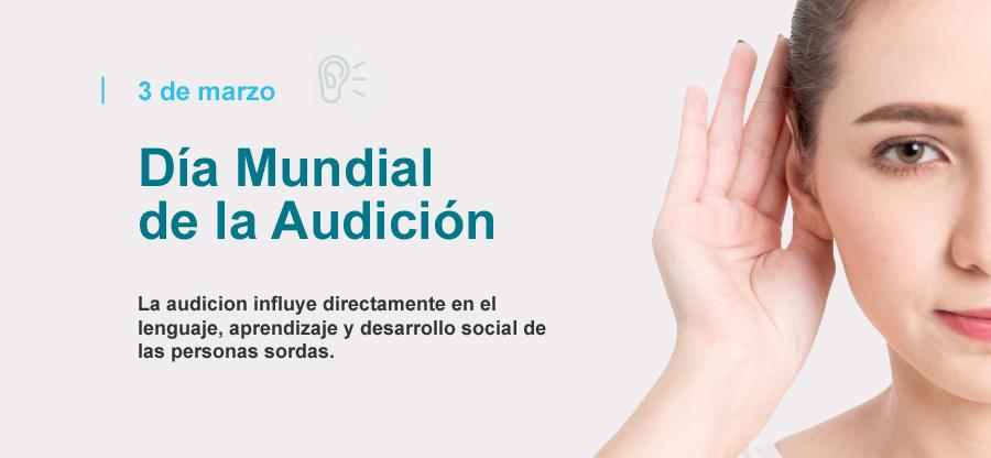 Mujer con mano en el oído haciendo el gesto de oir